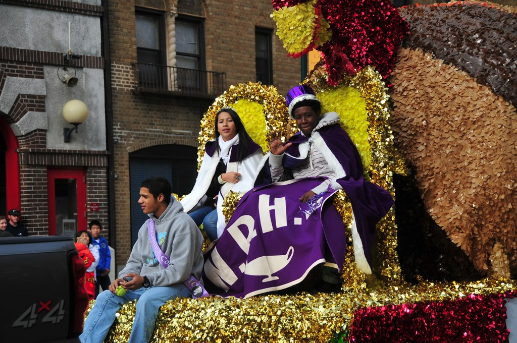 Thanksgiving Parade 2010 – NRHS Queen and King